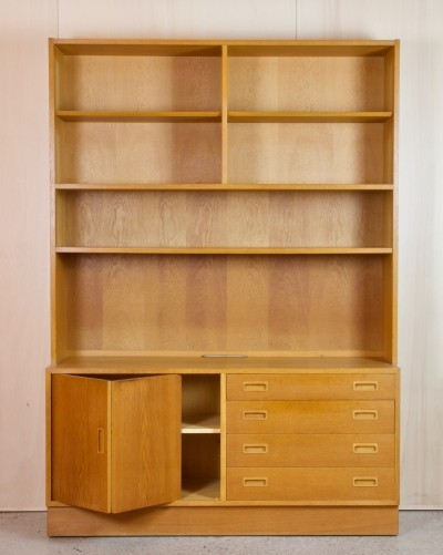 Oak bookcase by Hundevad Denmark, 1960s