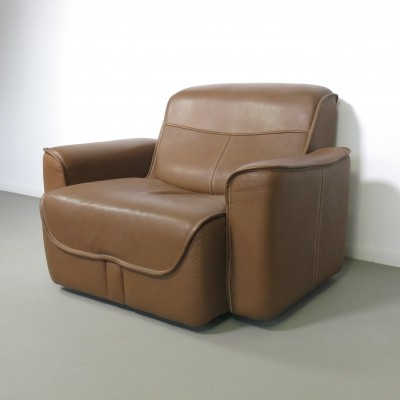 Neck leather lounge chair