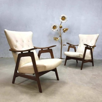 Set of 2 vintage wingback chairs