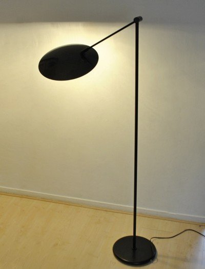 Metallic anthracite scale floorlamp by Queens Gallery Utrecht