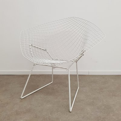 Knoll Diamond chair by Harry Bertioa