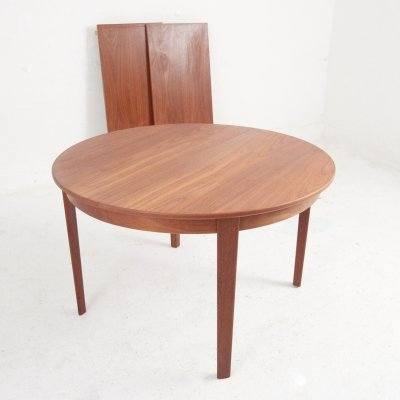 Danish Midcentury round dining table in teak with extensions