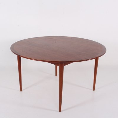 Arne Vodder circular teak dining table