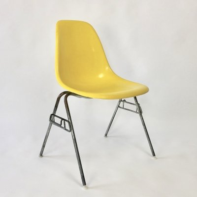 DSS Fiberglass dining chair by Charles & Ray Eames for Herman Miller, 1960s