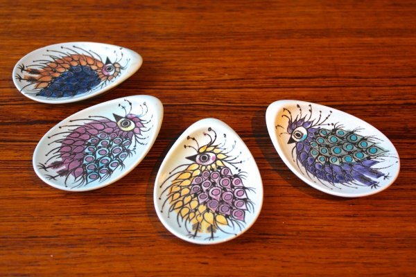 Set of 4 Royal Copenhagen small multicolored plates by Beth Breyen, 1960s