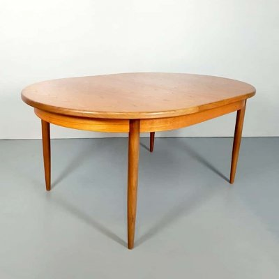 Vintage design extendable dining table by Victor Wilkens for G plan