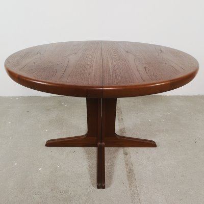 Round Danish extendable table in teak by VV Mobler Denmark