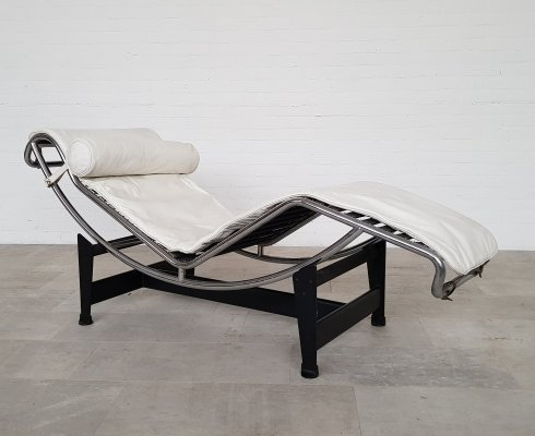 Le Corbusier LC4 white Leather Chaise longue by Cassina, 1985