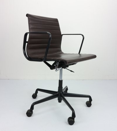 Vintage EA 117 Office Chair in leather by Charles Eames for Vitra