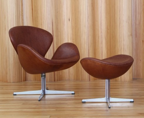 Arne Jacobsen leather 'swan' chair & ottoman by Fritz Hansen Denmark