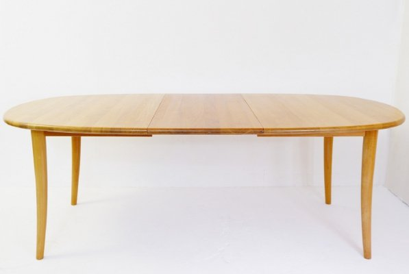 Scandinavian Dining Table With 1 Extension