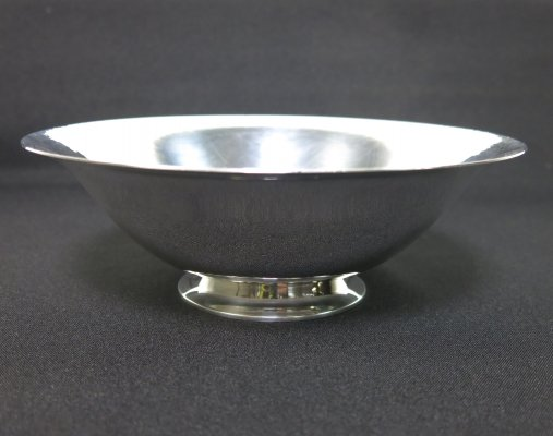 Hammered sterling silver '575E' bowl by Harald Nielsen for Georg Jensen, Stamped post 1945