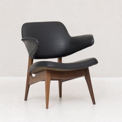 Organically shaped arm chair by Louis van Teeffelen for Wébé