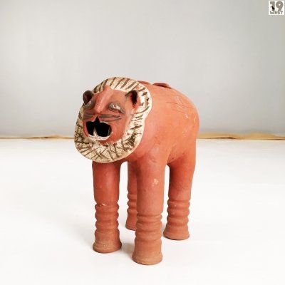 Ceramic lion sculpture from the 1970's
