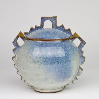 Blue lidded pot by Harriet de Maar-Sielcken, ca. 1989
