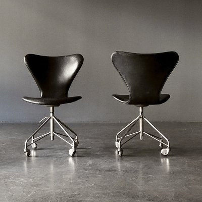 Pair of Serie 7 / Model 3117 office chairs by Arne Jacobsen for Fritz Hansen, 1950s