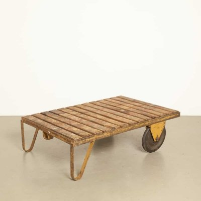 Coffee / salon table of an industrial cart