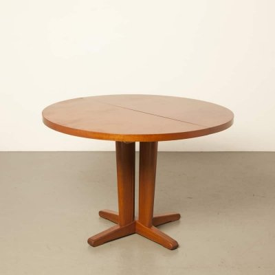 Round mahogany extendable table