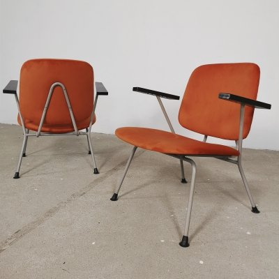 Pair of easy chairs in velvet by W. Gispen for Kembo