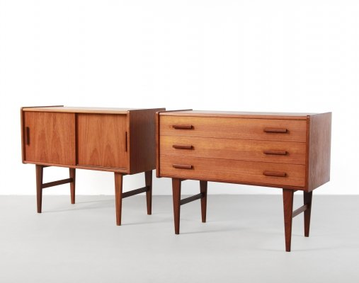 Set of two teak Danish design bedside tables / sideboards