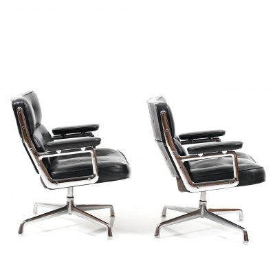 Pair of Charles & Ray Eames Early Model ES 105 Lobby Chairs, 1960s