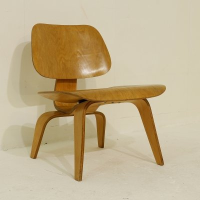 First edition molded plywood DCW chair by Charles & Ray Eames for Evans, 1946