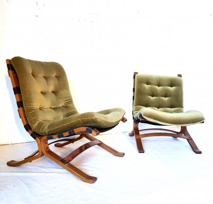 Set of 2 green velours lounge chairs, 1960s