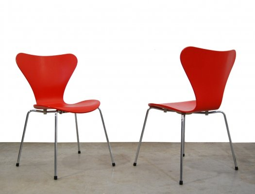 Pair of vintage butterfly chairs by Arne Jacobsen for Fritz Hansen, Denmark 1996