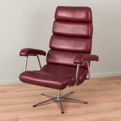 Swivel lounge chair in burgundy leatherette, 1970s