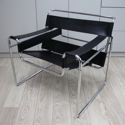 'Wassily' B3 armchair in black leather by Marcel Breuer for Gavina, Italy 1960's