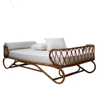 Italian Rattan Day Bed in white Cedar Cotton completed with pillows
