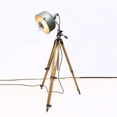 Industrial Lamp with wooden tripod by Jupiterlicht