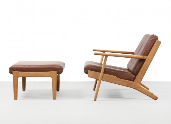 Hans Wegner GE290 lounge chair for Getama with hocker ottoman