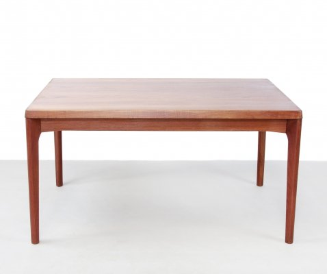 Teak dining room table bij Danish designer Henning Kjaernulf for Vejle mobel