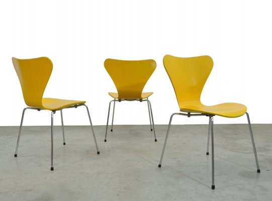Vintage butterfly chairs by Arne Jacobsen for Fritz Hansen, Denmark 1978