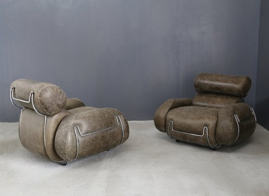 Set of 2 design armchairs with round feet, 1970s