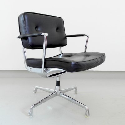 Rare Charles & Ray Eames Intermediate arm chair in original black leather