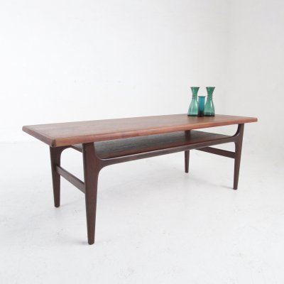 Danish Mid-century coffeetable in teak & rosewood with magazine shelve