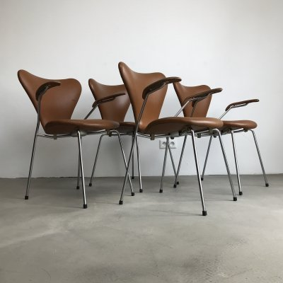 soft cognac leather model 3107 3207 dining chairs by arne jacobsen