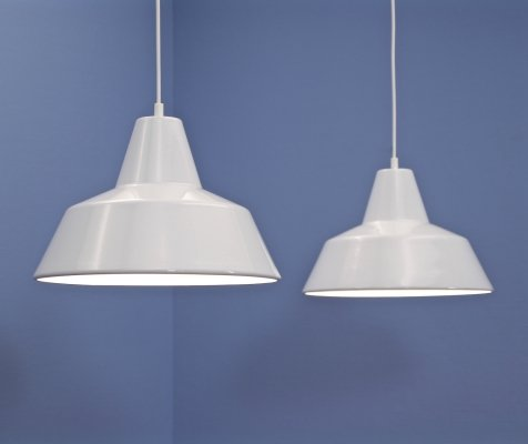 Set of 2 danish enamelled hanging lamps in white by Louis Poulsen, 1970s