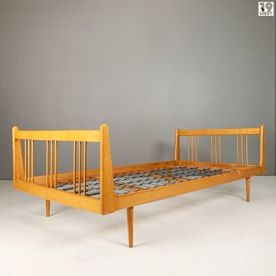 Modernist daybed from the 1950's
