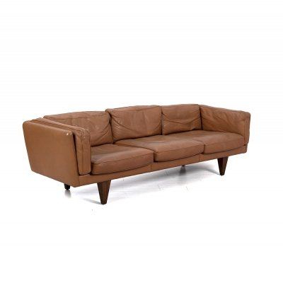 Cognac leather 'V11' 3 seater sofa by Illum Wikkelsø for Søren Willadsen, 1960s