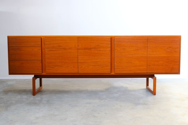 Rare MK511 sideboard in teak by Arne Hovmand Olsen for Mogens Kold, 1950