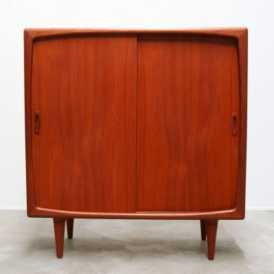Danish design Highboard / cabinet in sculpted teak by HP Hansen, 1950