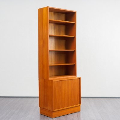 Danish design midcentury teak free-standing shelf /bookcase by Hundevad & Co, 1960s