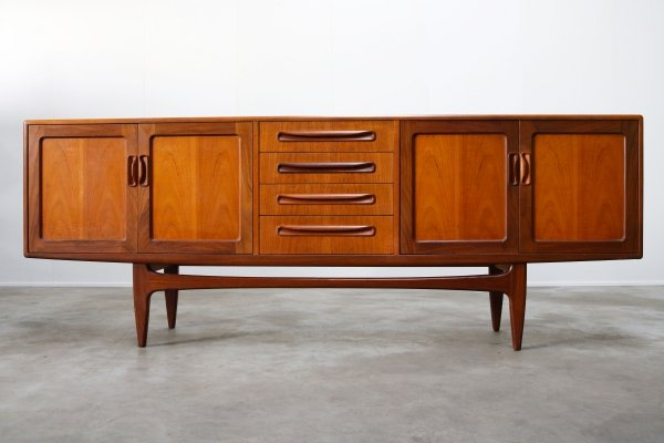 Vintage design sideboard / credenza in sculpted teak by Gplan, 1950