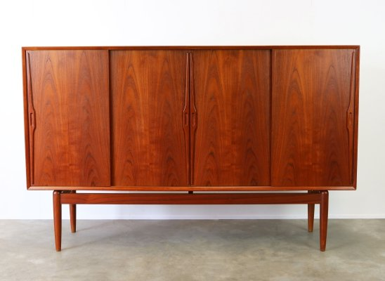 Danish design Highboard / cabinet in sculpted teak by Gunni Omann, 1950s