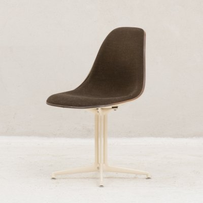 Classic 'La fonda' dining chair by Charles & Ray Eames for Herman Miller
