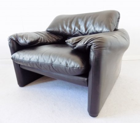 Black Leather 'Maralunga' Lounge chair by Vico Magistretti for Cassina