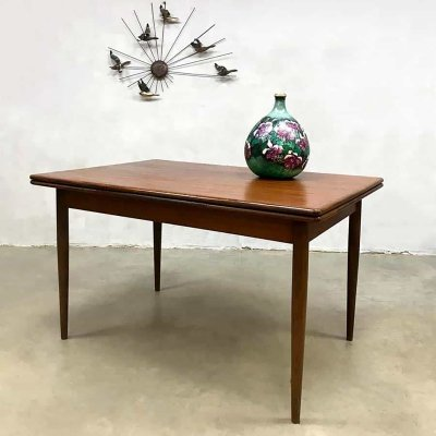 Extendable vintage Danish Farstrup design dining table